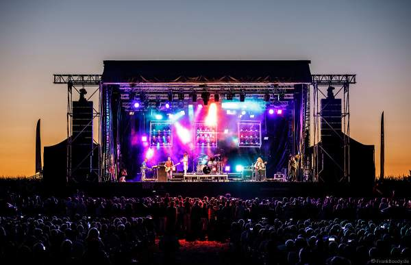 Gary Mullen & The Works performen ONE NIGHT OF QUEEN beim Open Air Festival Vents d'Est 2018 in Furdenheim