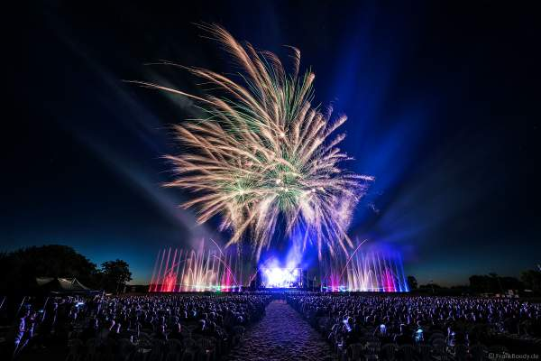 ONE NIGHT OF QUEEN performed by Gary Mullen & The Works beim Open Air Festival Vents d'Est 2018 in Furdenheim mit Feuerwerk und Wassershow