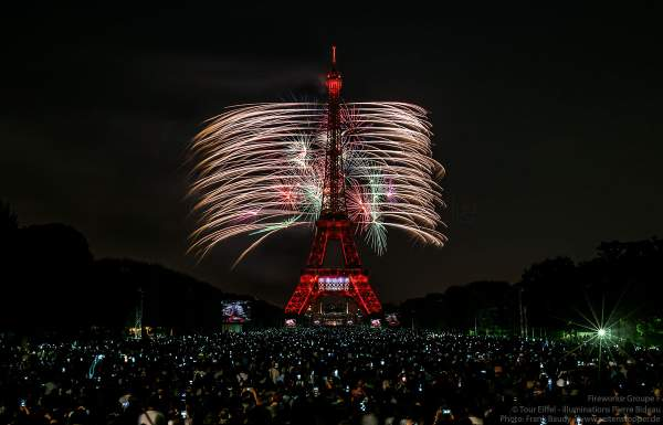 Stunning fireworks display at the Eiffel Tower on the french national day - Bastille day 2018 in Paris - Theme: Paris of Love!
