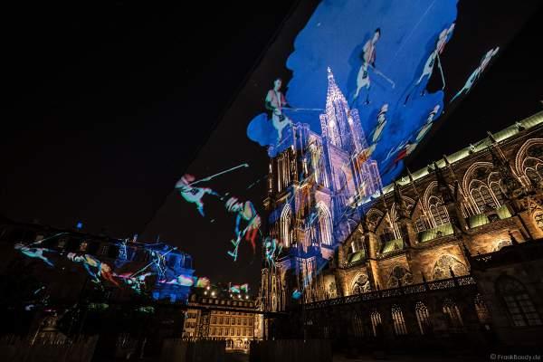 Lichtshow DIE TURMSPITZE (La flèche dans les nuages) bei der Sommershow LuX 2018 am Straßburger Münster - Liebfrauenmünster - Cathédrale Notre-Dame