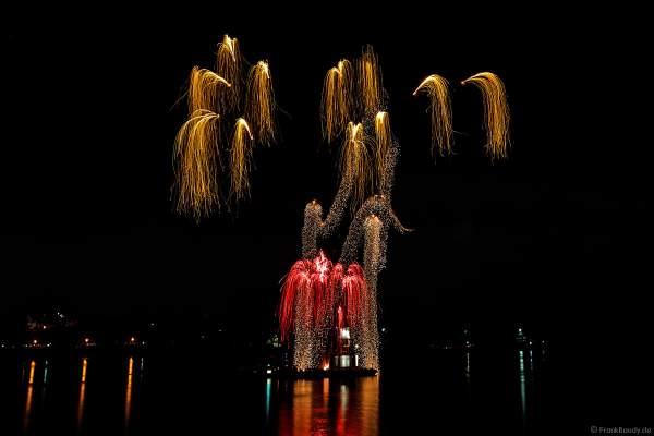 Steigende Kronen und Goldeffekte beim Feuerwerk der Mainzer Sommerlichter 2018