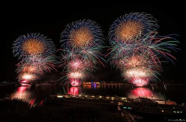 Finale beim 500 Meter breiten Feuerwerk bei den Mainzer Sommerlichter 2018