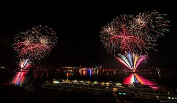 Mainzer Sommerlichter 2018 mit Feuerwerk am Samstagabend auf dem Rhein zwischen Mainz und Wiesbaden