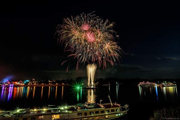 Feuerwerk bei den Mainzer Sommerlichter 2018 mit den Ausflugsschiffen auf dem Rhein