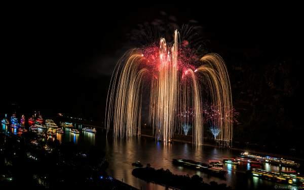 Ein wahnsinns Goldregen beim Feuerwerk Eclipse - The Great Gig In The Sky - Pink Floyd - Rhein in Flammen 2018 in Oberwesel