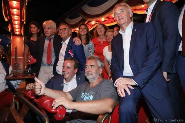 Familie Mack und Regisseur Luc Besson bei der ersten Achterbahnfahrt bei der Eröffnung der Eurosat – CanCan Coaster & Eurosat Coastiality Achterbahn im Europa-Park am 12. September 2018