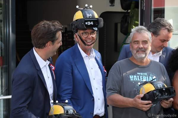 Thomas Mack, Roland Mack, und Regisseur Luc Besson mit den VR-Brillen bzw. VR-Helmen der Eurosat Coastiality Achterbahn bei der Eröffnung im Europa-Park am 12. September 2018