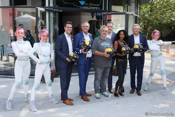 Familie Mack, Regisseur Luc Besson mit seiner Frau Virginie bei der Eröffnung der Eurosat – CanCan Coaster & Eurosat Coastiality Achterbahn im Europa-Park am 12. September 2018