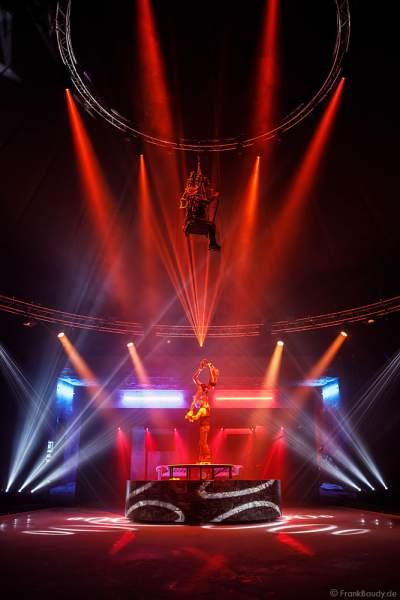 Rollschuh-Akrobatik bei der Traumatica Eisshow Rebellion - Horror Nights 2018 im Europa-Park