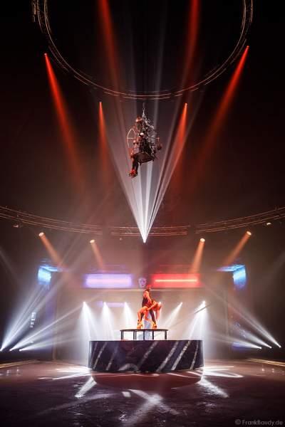 Rollschuh-Akrobatik bei der Traumatica Show Rebellion - Horror Nights 2018 im Europa-Park