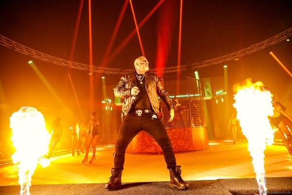 Traumatica Eisshow Rebellion mit vielen Feuereffekten bei den Horror Nights 2018 im Europa-Park