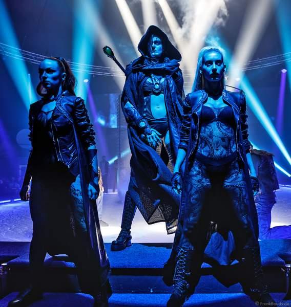 Das Team um Myra Moon Mistress (Miriam Höller) bei der Eisshow Rebellion der Horror Nights – Traumatica 2018 im Europa-Park