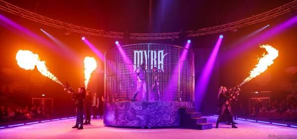 Traumatica Eisshow Rebellion mit vielen Feuereffekten und Flammenwerfern bei den Horror Nights 2018 im Europa-Park