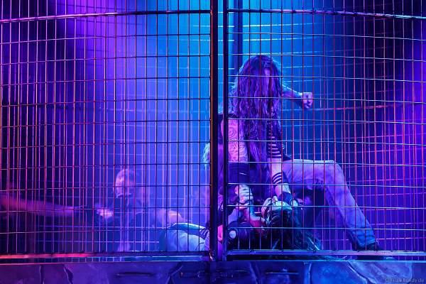 Myra Moon Mistress (Miriam Höller) im Kampf bei der Traumatica Show Rebellion bei den Horror Nights 2018 im Europa-Park