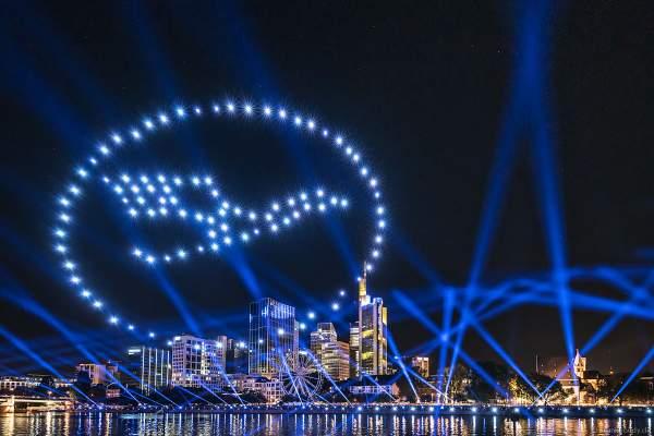 Die Lufthansa verbindet Frankfurt mit der Welt - Drohnen- und Lichtshow STERNENBILDER – EINE SYMPHONIE FÜR DIE FRANKFURTER ALTSTADT 2018
