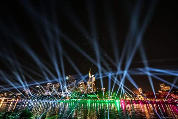 Ein herzliches Willkommen bei der Drohnen- und Lichtshow STERNENBILDER – EINE SYMPHONIE FÜR DIE FRANKFURTER ALTSTADT 2018