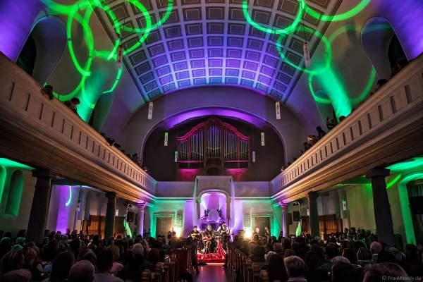 CHURCH IN COLORS mit Oliver Dums und einer wunderschönen Lichtshow in der Prot. Kirche Böhl am 28. Oktober 2018