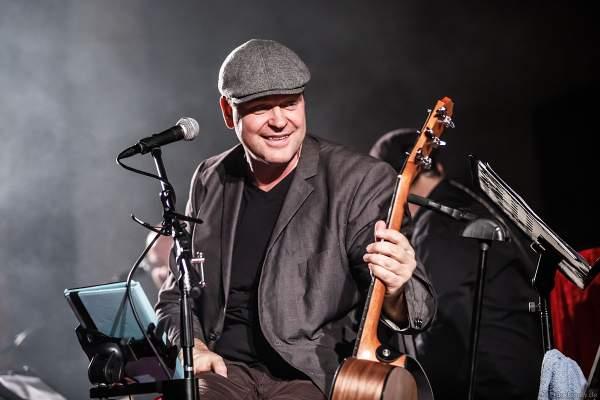 Sänger Oliver Dums mit CHURCH IN COLORS in der Prot. Kirche Böhl am 28. Oktober 2018
