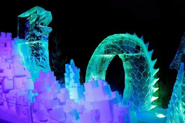 Ein Drachen aus Eis bei der Eisskulpturen Ausstellung RULANTICA aus EIS – Snorris funkelnde Wasserwelt im Europa-Park zur Wintersaison 2018/2019