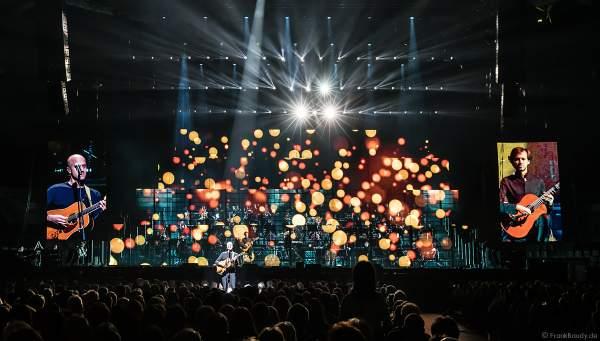 Der belgische Singer-Songwriter Milow und Klassiksolist Petrit Ceku bei Night of the Proms 2018 in der SAP Arena Mannheim