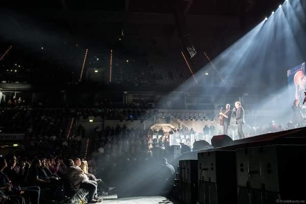 Der belgische Singer-Songwriter Milow und John Miles bei Night of the Proms 2018 in der SAP Arena Mannheim