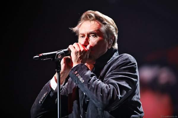 Bryan Ferry von der ehem. Gruppe Roxy Music bei Night of the Proms 2018 in der SAP Arena Mannheim