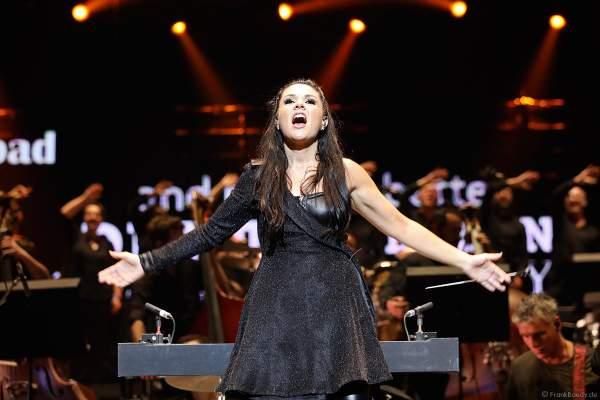 Dirigentin Alexandra Arrieche und das Antwerp Philharmonic Orchestra bei Night of the Proms 2018 in der SAP Arena Mannheim