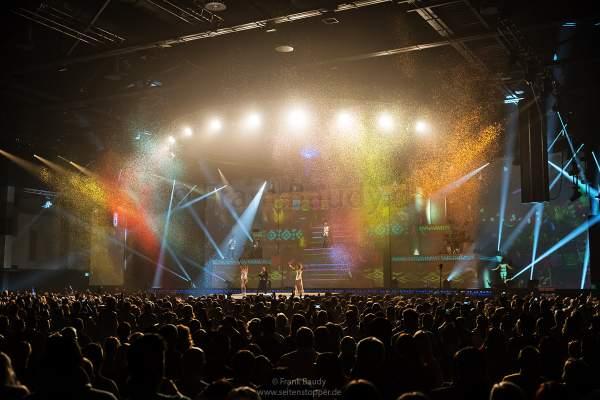 Bunter Flitterregen bei der neuer Show KaleidoLuna von DJ BoBo am 11. Januar 2019 in der Europa-Park Arena Rust