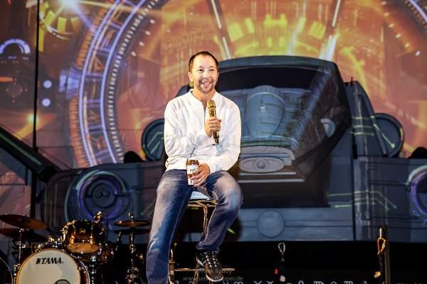 DJ BoBo bei der Pressekonferenz nach der Weltpremiere seiner neuen Show KaleidoLuna am 11. Januar 2019 in der Europa-Park Arena Rust