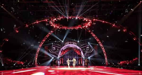 Alexey Rogonov und Alina Ustimkina als Marionetten bei der Eisshow SHOWTIME von Holiday on Ice in der Festhalle Frankfurt und SAP Arena Mannheim 2018-2019