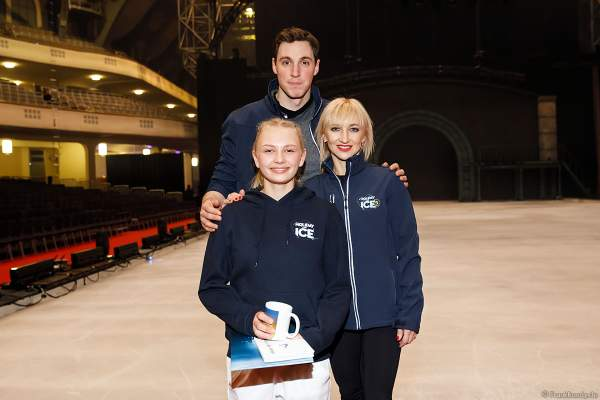 Lena Sommer vom LSC Bad Nauheim mit Aljona Savchenko und Bruno Massot Eisshow SHOWTIME von Holiday on Ice in der Festhalle Frankfurt  2018-2019