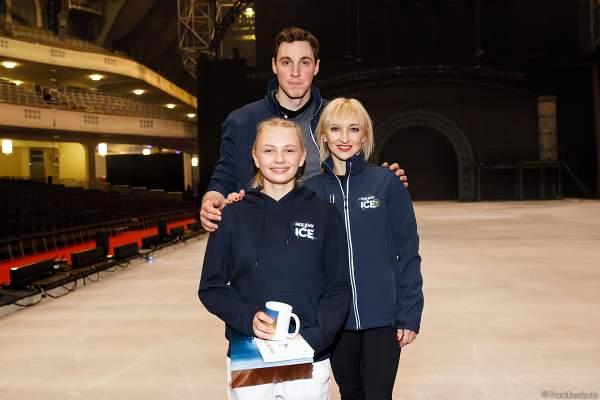 Lena Sommer vom LSC Bad Nauheim mit Aljona Savchenko und Bruno Massot Eisshow SHOWTIME von Holiday on Ice in der Festhalle Frankfurt  2018-2019
