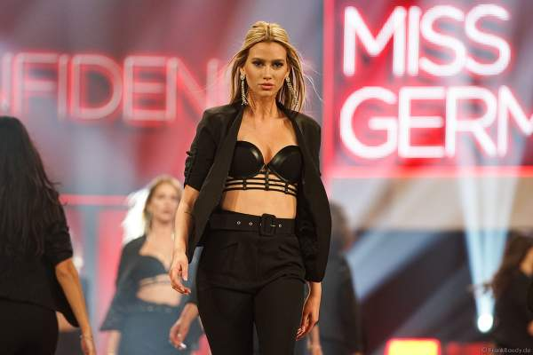 Miss Nordrhein-Westfalen, Lara-Kristin Bayer in sexy Dessous/Lingerie beim Miss Germany 2019 Finale in der Europa-Park Arena am 23.02.2019