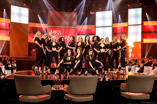 Opening in sexy Dessous/Lingerie: Miss Baden-Württemberg 2019 - Nadine Berneis, Miss Bayern 2018/19 - Verena Mann, Miss Berlin 2018/19 - Illa-Lisa Albers, Brandenburg 2018/19 - Marie-Charlott Köhler, Miss Bremen 2018/19 - Marianne Kock, Miss Hamburg 2018/19 - Pricilla Klein, Miss Hessen 2018/19 - Saida Rovcanin, Miss Mecklenburg-Vorpommern 2018/19 - Lena Rottloff, Miss Niedersachsen 2018/19 - Sarah Wipperfürth, Miss Nordrhein-Westfalen - Lara-Kristin, Miss Rheinland-Pfalz 2018/19 - Alina Cara Beyer, Miss Saarland 2018/19 - Miriam Cissé, Miss Sachsen 2018/19 - Anastasia Aksak, Miss Sachsen-Anhalt 2018/19 - Celine Peschek, Miss Schleswig-Holstein 2018/19 - Lara Flatterich, Miss Thüringen 2018/19 - Natali Grekov beim Finale Miss Germany 2019