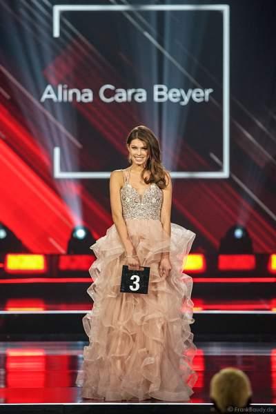 Miss Rheinland-Pfalz 2018/19, Alina Cara Beyer im Abendkleid auf dem Laufsteg beim Miss Germany 2019 Finale in der Europa-Park Arena am 23.02.2019