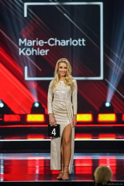 Miss Brandenburg 2018/19, Marie-Charlott Köhler im Abendkleid auf dem Laufsteg beim Miss Germany 2019 Finale in der Europa-Park Arena am 23.02.2019