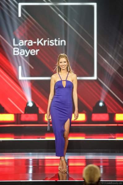 Miss Nordrhein-Westfalen, Lara im Abendkleid auf dem Laufsteg beim Miss Germany 2019 Finale in der Europa-Park Arena am 23.02.2019