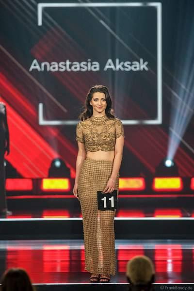 Miss Sachsen 2018/19, Anastasia Aksak im Abendkleid auf dem Laufsteg beim Miss Germany 2019 Finale in der Europa-Park Arena am 23.02.2019