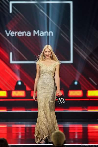 Miss Bayern 2018/19, Verena Mann im Abendkleid auf dem Laufsteg beim Miss Germany 2019 Finale in der Europa-Park Arena am 23.02.2019