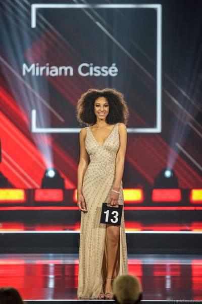 Miss Saarland 2018/19, Miriam Cissé im Abendkleid auf dem Laufsteg beim Miss Germany 2019 Finale in der Europa-Park Arena am 23.02.2019