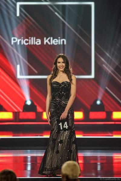 Miss Hamburg 2018/19, Pricilla Klein im Abendkleid auf dem Laufsteg beim Miss Germany 2019 Finale in der Europa-Park Arena am 23.02.2019