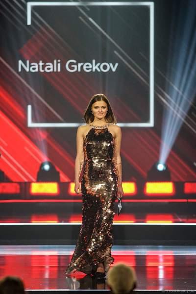 Miss Thüringen 2018/19, Natali Grekov im Abendkleid auf dem Laufsteg beim Miss Germany 2019 Finale in der Europa-Park Arena am 23.02.2019