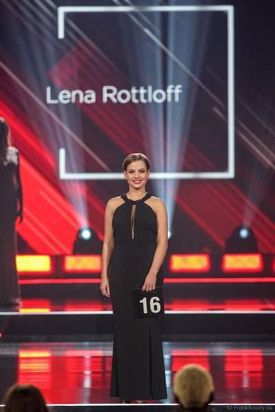 Miss Mecklenburg-Vorpommern 2018/19, Lena Rottloff im Abendkleid auf dem Laufsteg beim Miss Germany 2019 Finale in der Europa-Park Arena am 23.02.2019