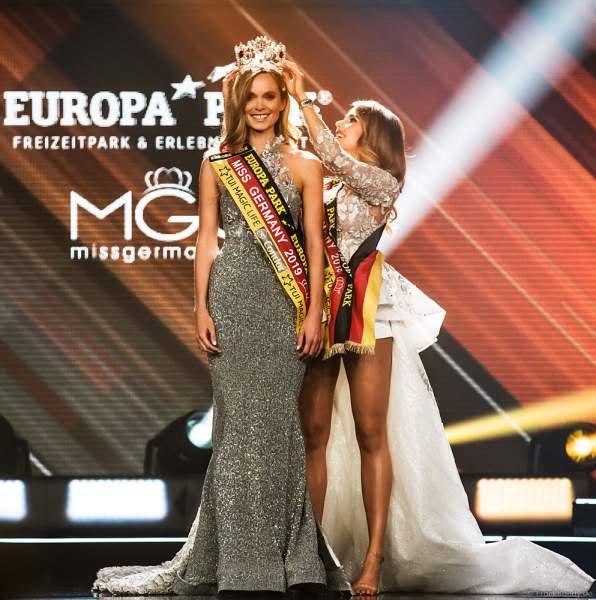 Krönung der Miss Germany 2019 Nadine Berneis durch Miss Germany 2018 Anahita Rehbein