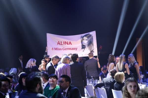 Fanclub im Publikum für Miss Rheinland-Pfalz 2018/19, Alina Cara Beyer beim Finale der Miss Germany Wahl 2019 in der Europa-Park Arena am 23.02.2019