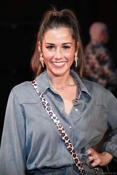 Sarah Lombardi im lässigen Outfit Backstage bei den Wahlen zur Miss Germany 2019 in der Europa-Park