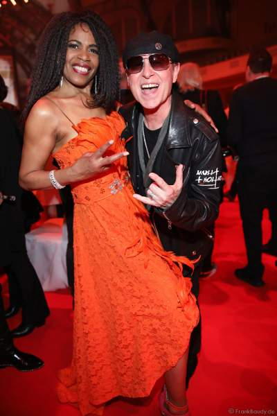 Love Newkirk und Klaus Meine auf der After-Show-Party beim PRG Live Entertainment Award (LEA) 2019 in der Festhalle in Frankfurt