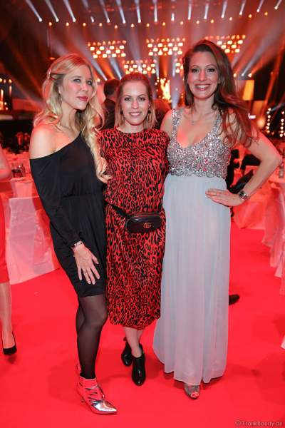 Laura Karasek, Jule Gölsdorf und Mara Bergmann auf der After-Show-Party beim PRG Live Entertainment Award (LEA) 2019 in der Festhalle in Frankfurt