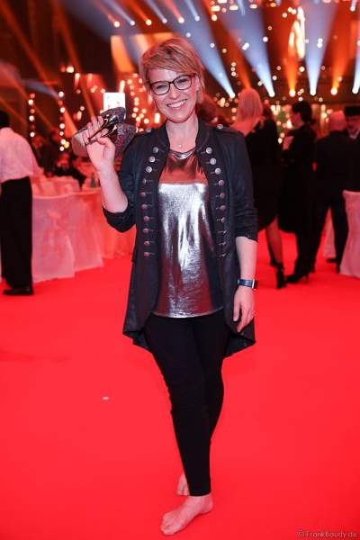Andrea Ballschuh barfuß auf der After-Show-Party beim PRG Live Entertainment Award (LEA) 2019 in der Festhalle in Frankfurt