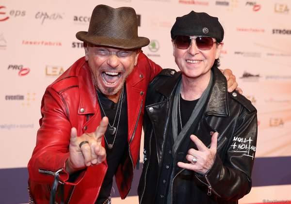 Rudolf Schenker und Klaus Meine der Rock Gruppe Scorpions beim PRG Live Entertainment Award (LEA) 2019 in der Festhalle in Frankfurt